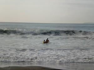 この日は台風の影響による高波で遊泳禁止